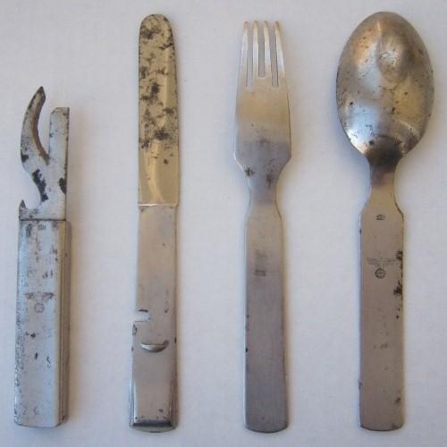 German WW2 field Cutlery set & 44th Collectors Avenue - WW2 German field cutlery set